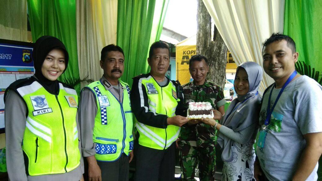 Tim News Radio Bintang Tenggara lanjut mengunjungi Pos Pam Rogojampi. Teman-teman yang sedang bertugas di Pos Pam Rogojampi mengucapkan terima kasih atas apresiasi dari Radio Bintang Tenggara. (Foto. BB)